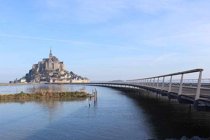 Mont-Saint-Michel depuis le pont passerelle